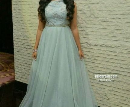 Long Hairstyle On Gown Beautiful Super Wedding Hairstyles Princess Queens 34lancarrezekiq Ideas Indian Gowns ...