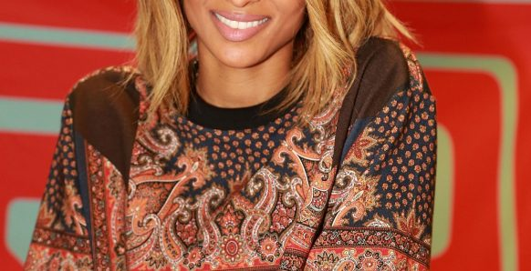 Update A Long Hairstyle Lovely Here's A Fresh Little Styling Trick that'll Update A Long Bob ...